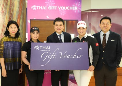 Thai Golfers Moriya-Ariya Join the Opening of THAI Gift Voucher Counter